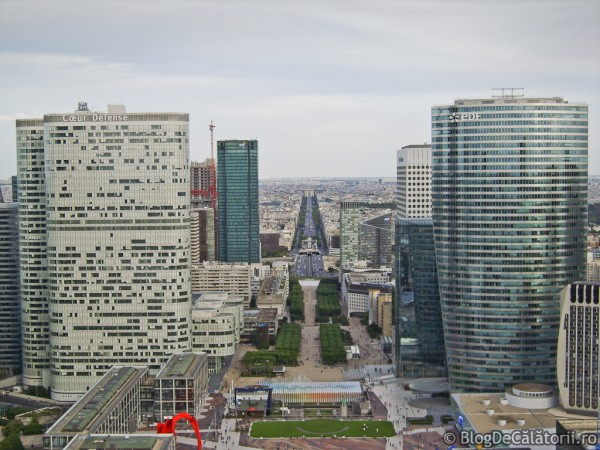 Cartierul-La-Defense-Paris-Franta-01